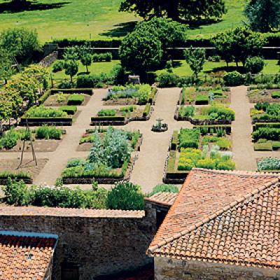 Jardin Médiéva l: Bazoges en Pareds