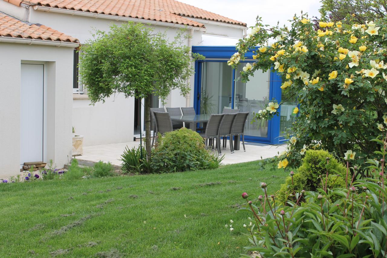 La maison le jardin fleuri for Terrasse jardin